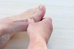 πόδια πόνου Στοκ εικόνα με δικαίωμα ελεύθερης χρήσης
