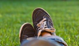 Πόδια στα παπούτσια γυμναστικής Στοκ Φωτογραφίες