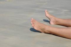 Πόδια στην άμμο. Στοκ Εικόνες
