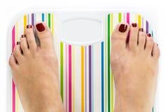 Πόδια στην κλίμακα λουτρών με το κενό αντίγραφο-διάστημα πινάκων Στοκ Εικόνα