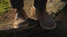 Πόδια στις μπότες των ατόμων απόθεμα βίντεο