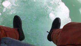 Πόδια στον πάγο στην Αλάσκα απόθεμα βίντεο
