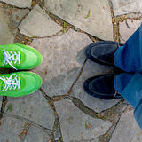 Πόδια στο δρόμο Στοκ φωτογραφία με δικαίωμα ελεύθερης χρήσης