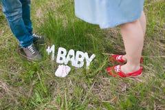 Πόδια του νέου γονέα Στοκ Εικόνες