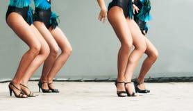 Πόδια χορεύοντας γυναικών στη σκηνή Στοκ φωτογραφία με δικαίωμα ελεύθερης χρήσης