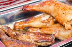 πόδι κοτόπουλου που ψήνεται Στοκ Εικόνες