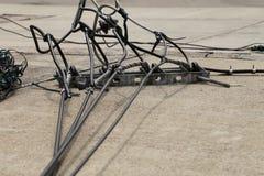 Πόλος ηλεκτρικής χρησιμότητας που ρίχνεται Στοκ Φωτογραφίες
