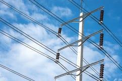 Πόλος ηλεκτρικής δύναμης με το υπόβαθρο ουρανού Στοκ Εικόνα