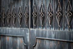 Πύλες επεξεργασμένος-σιδήρου, διακοσμητικό σφυρηλατημένο κομμάτι, σφυρηλατημένη κινηματογράφηση σε πρώτο πλάνο στοιχείων στοκ φωτογραφία
