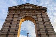 Πύλη δ ` Aquitaine Aquitaine Porte με τη συμβολική αψίδα του και στήλη Place de Λα Victoire Square στο Μπορντώ, Γαλλία Στοκ Φωτογραφία