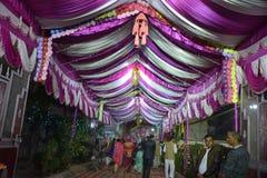 Πύλη εισόδων ενός διακοσμημένου σπιτιού γάμου στο Δελχί Ινδία στοκ φωτογραφίες με δικαίωμα ελεύθερης χρήσης