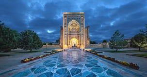 Πύλη εισόδων στο μαυσωλείο gur-ε-εμιρών στο Σάμαρκαντ, Ουζμπεκιστάν απόθεμα βίντεο