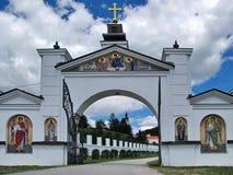 Πύλη εισόδων στο ορθόδοξο μοναστήρι Grgeteg από το 1717 στη Σερβία Στοκ φωτογραφία με δικαίωμα ελεύθερης χρήσης