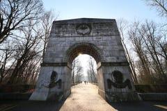 Πύλη εισόδων στο σοβιετικό πολεμικό μνημείο στοκ εικόνες με δικαίωμα ελεύθερης χρήσης