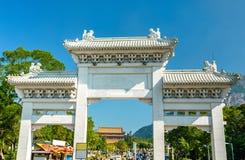 Πύλη εισόδων Po Lin στο μοναστήρι στο μεταλλικό θόρυβο Ngong - Χονγκ Κονγκ, Κίνα Στοκ φωτογραφίες με δικαίωμα ελεύθερης χρήσης