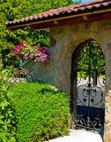 Πύλη κήπων επεξεργασμένου σιδήρου Στοκ Εικόνες