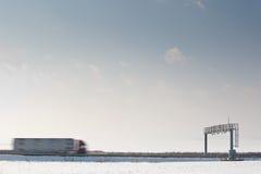 πύλη που περνά το truck φόρου trhough Στοκ φωτογραφία με δικαίωμα ελεύθερης χρήσης