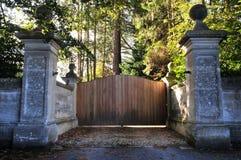 Πύλη σε ένα κτήμα χώρας Στοκ Φωτογραφίες