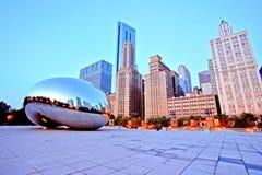Πύλη σύννεφων - το φασόλι στο Millennium Park στην ανατολή, Σικάγο στοκ εικόνα