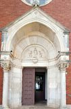 Πύλη της εκκλησίας του ST Pelagius σε Novigrad, Κροατία στοκ φωτογραφίες