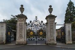 Πύλη της Elizabeth των κήπων Kew το χειμώνα/το φθινόπωρο, στοκ φωτογραφία με δικαίωμα ελεύθερης χρήσης