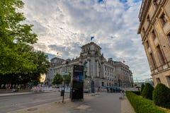 Πύλη Bradenburg, τουρίστες θερινής ημέρας του Βερολίνου, Γερμανία στοκ φωτογραφίες με δικαίωμα ελεύθερης χρήσης