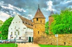 Πύλη Helpoort ή κόλασης, μια μεσαιωνική πύλη στο Μάαστριχτ, οι Κάτω Χώρες Στοκ Εικόνα