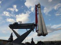 Πύραυλοι έναρξης στον ουρανό Στοκ εικόνες με δικαίωμα ελεύθερης χρήσης