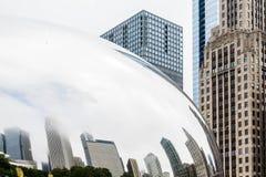 Πύργοι γραφείων του Σικάγου στο φασόλι Στοκ Εικόνες