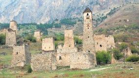Πύργοι θέας και αμυντικοί πύργοι του βόρειου Καύκασου Ιστορικά μνημειακά μεσαιωνικά κτήρια στα βουνά φιλμ μικρού μήκους