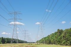 Πύργοι μετάδοσης δύναμης Στοκ Εικόνες