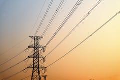 Πύργοι μετάδοσης εναλλασσόμενου ρεύματος στοκ εικόνα με δικαίωμα ελεύθερης χρήσης
