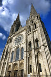 Πύργοι προσόψεων και κουδουνιών καθεδρικών ναών της Γαλλίας Chartres Στοκ Εικόνες