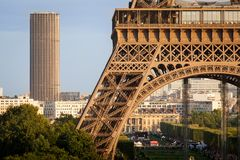Πύργοι του Άιφελ και Montparnasse, Παρίσι Στοκ εικόνα με δικαίωμα ελεύθερης χρήσης