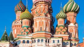 Πύργοι του ορθόδοξου καθεδρικού ναού Pokrovsky στη Μόσχα στοκ εικόνα