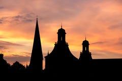 Πύργοι του υποβάθρου ηλιοβασιλεμάτων βραδιού της Βόννης Γερμανία Στοκ εικόνα με δικαίωμα ελεύθερης χρήσης