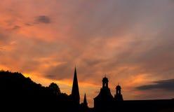 Πύργοι του υποβάθρου ηλιοβασιλεμάτων βραδιού της Βόννης Γερμανία Στοκ φωτογραφία με δικαίωμα ελεύθερης χρήσης