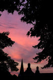 Πύργοι του υποβάθρου ηλιοβασιλεμάτων βραδιού της Βόννης Γερμανία Στοκ Φωτογραφία