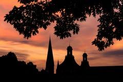 Πύργοι του υποβάθρου ηλιοβασιλεμάτων βραδιού της Βόννης Γερμανία Στοκ εικόνες με δικαίωμα ελεύθερης χρήσης