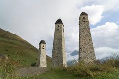 Πύργοι Erzi στο φαράγγι Jeyrah, Δημοκρατία μάχης Ingushetia Στοκ εικόνα με δικαίωμα ελεύθερης χρήσης
