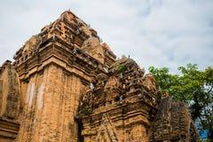 Πύργοι Ponagar τούβλου cham σε Nha Trang, Βιετνάμ Στοκ Φωτογραφίες