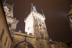 Πύργος -- άποψη από τη γέφυρα του Charles στην Πράγα, Δημοκρατία της Τσεχίας Στοκ φωτογραφίες με δικαίωμα ελεύθερης χρήσης