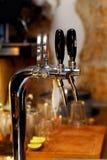 πύργος βρυσών εστίασης μπύρας ράβδων 50mm background blur effect fires night nikkor party side στοκ εικόνες