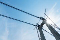 Πύργος γεφυρών με την κινηματογράφηση σε πρώτο πλάνο γερανών Στοκ εικόνα με δικαίωμα ελεύθερης χρήσης