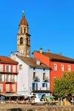Πύργος εκκλησιών και ζωηρόχρωμη αρχιτεκτονική σε Ascona Ticino Ελβετός Στοκ εικόνα με δικαίωμα ελεύθερης χρήσης