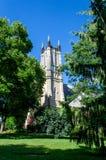 Πύργος εκκλησιών από το πάρκο Στοκ φωτογραφία με δικαίωμα ελεύθερης χρήσης