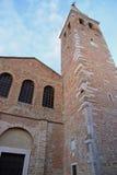 Πύργος εκκλησιών και κουδουνιών του eufemia Di santa βασιλικών grado Στοκ Φωτογραφία