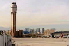 Πύργος ελέγχου στο διεθνή αερολιμένα McCarran στοκ φωτογραφία