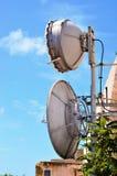 Πύργος επικοινωνιών με τις κεραίες Στοκ εικόνα με δικαίωμα ελεύθερης χρήσης