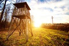 Πύργος επιφυλακής για το κυνήγι στην αυγή Στοκ φωτογραφίες με δικαίωμα ελεύθερης χρήσης